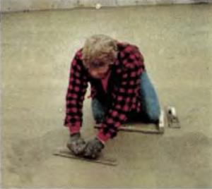 Техника затирка плиты металлической щеткой