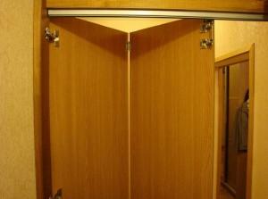 Дверь-гармошка. Установка своими руками.
