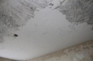 Шпатлевка потолка строительной смесью