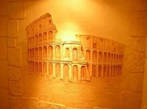 Декорирование стены своими руками