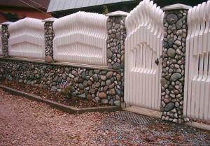 Ограды и заборы из пустотелых блоков