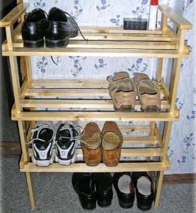Полочка под обувь, изготовленная самостоятельно